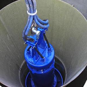 установка насоса в колодец
